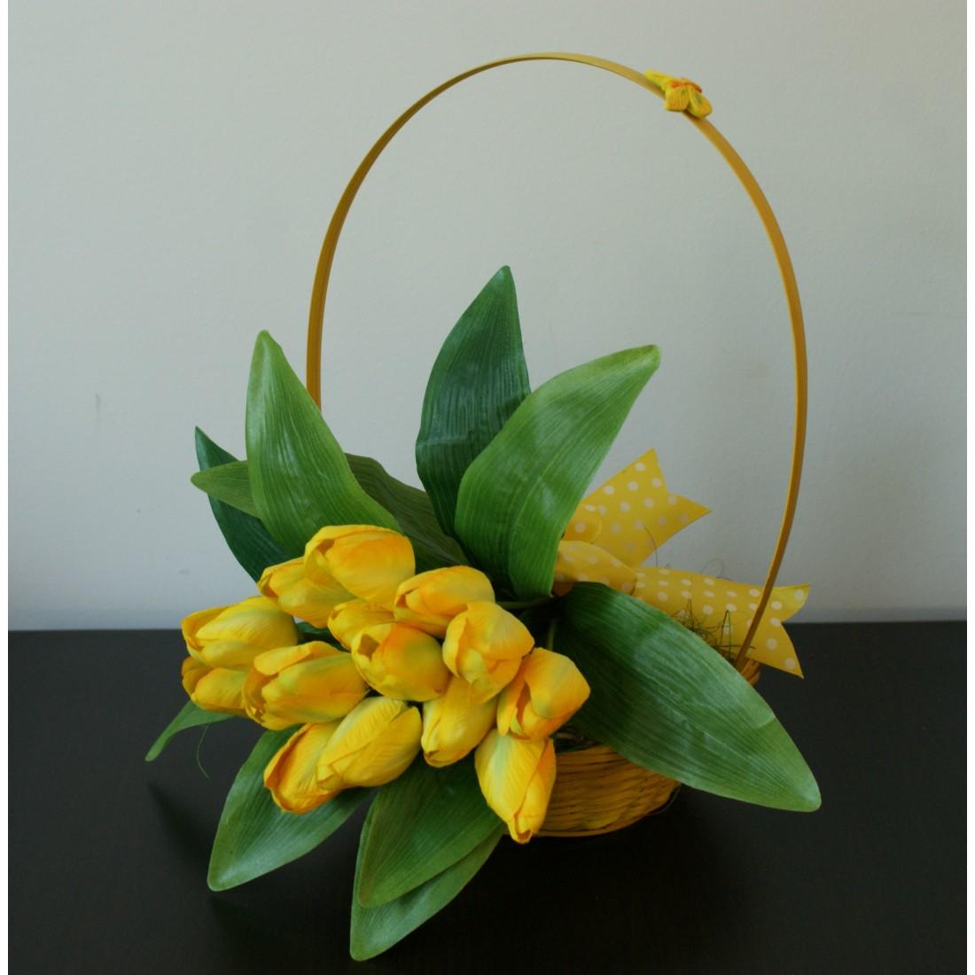Primavara cu lalele galbene